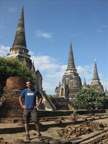Imponente templo de 3 chedis en Ayutthaya