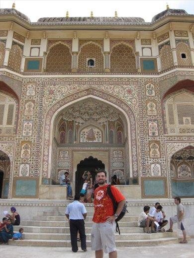 Preciosa puerta en el Fuerte de Amber (Jaipur)