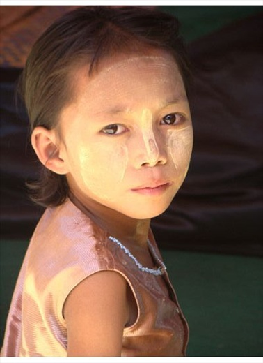 The cute Burmese girl that sat in a local ritual ceremony