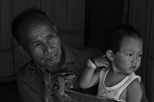 Family ties are strong in the Lahu community. The villages are remote and often inaccessible to the outside during the rainy season.   Since Thailand´s Princess Mother moved to the area in 1988, the area has become more open to the outside world.