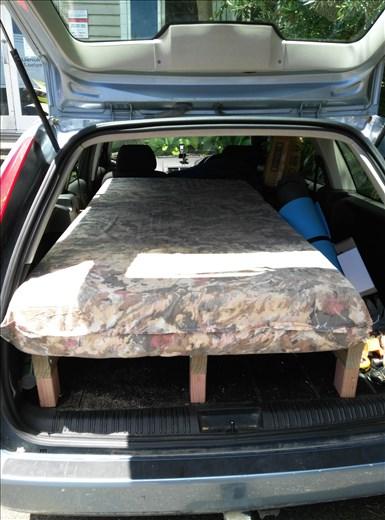 Ich habe ein Auto! Und baute das Bett selber.