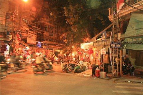 Dong Xuan Street.