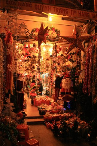 Shop selling Christmas decors in Hanoi.