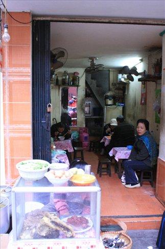 The atery at Tam Thuong Street where I had breakfast.