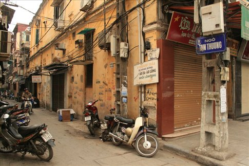 Tam Thuong Street at the Old Quarter.