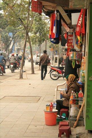 Street vendor along Hang Bong Street.