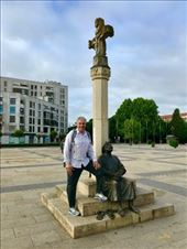 Pilgrim sitting statue JGH leaving Leon: by donna_jeff, Views[38]