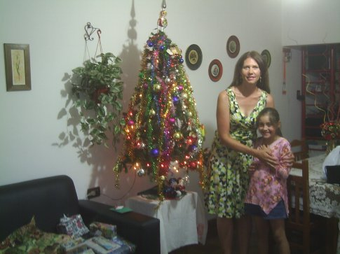 Doreen and Lisette in front of their xmas tree