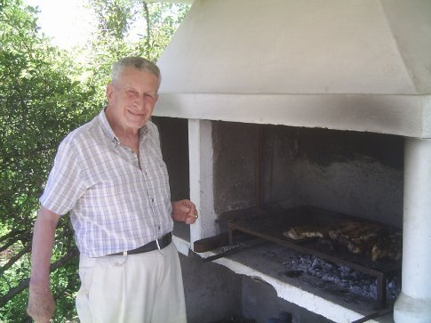 Cecilia´s father was in charge of the BBQ.  What a pleasant guy he was!!!