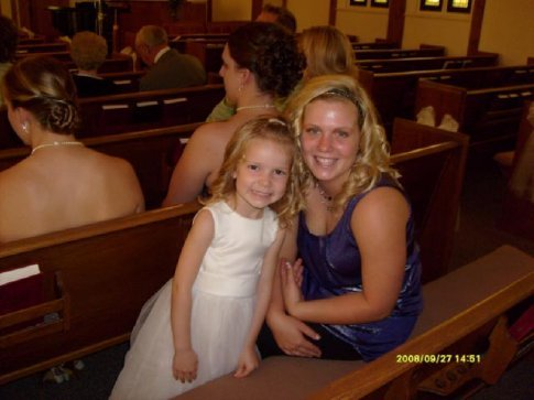 Paige (my daughter) and Kayla (our little cousin) at my brother´s wedding in Minnesota.