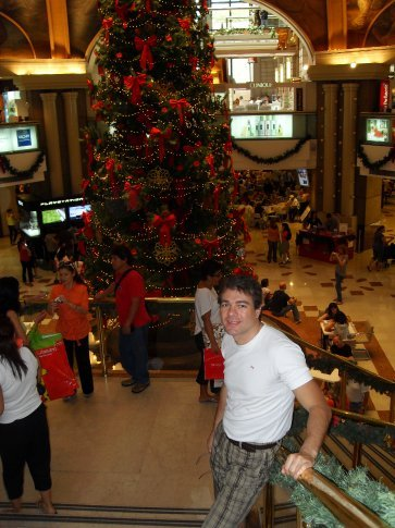 Rolando in front of he xmas tree inside the mall