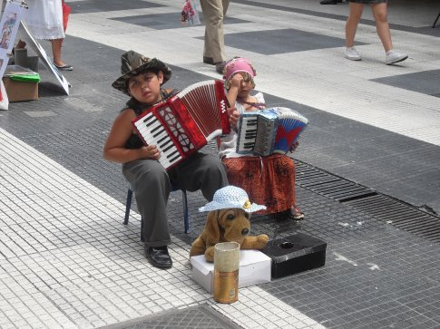 How adorable these little ones were!!  But also sad that they were working for pesos.