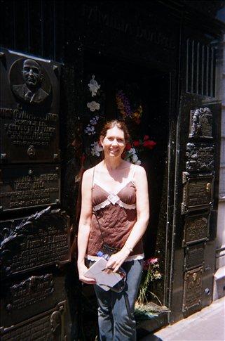 Doreen at Eva Peron´s burial site