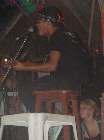 thai singer at hippie bar