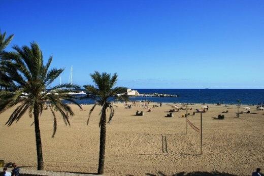 La Barceloneta - main city beach = pretty average