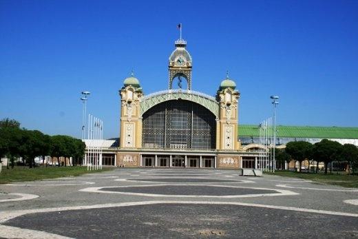 Výstaviště compound contains Průmyslový palác and Křižík's Light Fountain host funfair Lunapark.