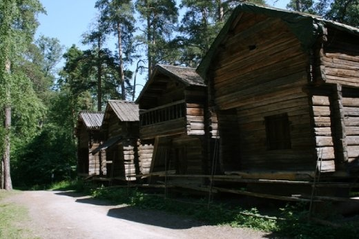 The Open-Air Museum was founded in 1909 when the first group of buildings, which had comprised the Niemelä farm in Konginkangas, Central Finland, was brought to the island.