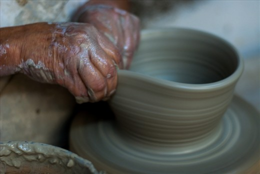 Don Juan makes around 25 pieces every day. He learned the technique of his father, who  became suddenly blind, and he has taught Don Juan just with the touch of his hands to the ceramic and some voice guidance.