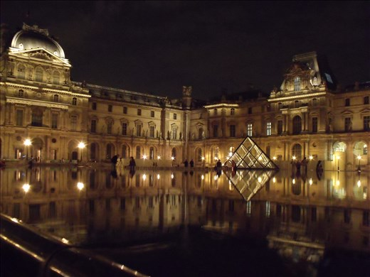 Louvre at night makes for the perfect romantic lighting.