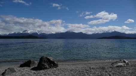 Lake Manapouri, stop for a spot of lunch on our way to Milford Sound, at last.