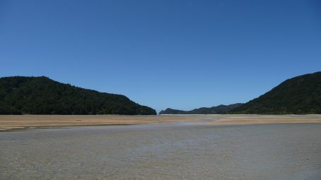 One of the many beaches in Abel Tasman park