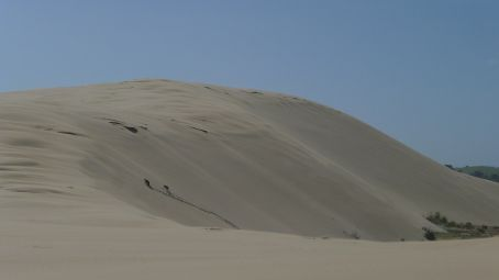 The 2 dots are some people climbing up the Dune