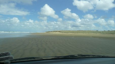 Starting our drive along 90 mile beach