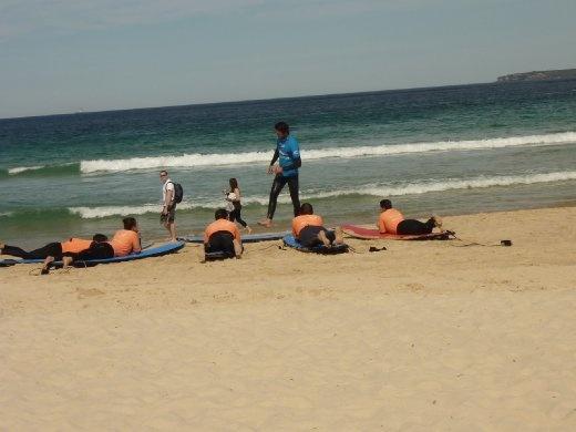 Petit cours de surf...hmmm faudrait ben que j'essais ça moi aussi!