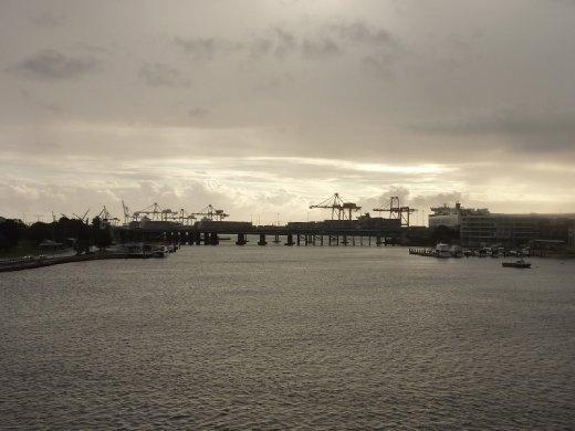 Port de Fremantle dans le fond ainsi que Swan River si se déverse directement dans l'océan Indien quelques mètres plus loin