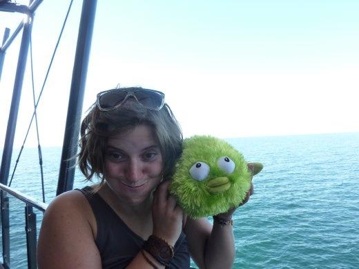 Bon voici Bubbles! La nouvelle mascotte du voyage! Il est trop cute et vu que j'avais besoin d'un oreiller...pas trop gros...il a gagné ce poste!!! Cute, n'est-ce pas? C'est un blowfish.