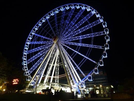 Grande Roue de Brisbane. et en vrai je me pratiquais à faire des belles photos de nuit. Plutôt réussie...donc elle mérite sa place sur mon blog.