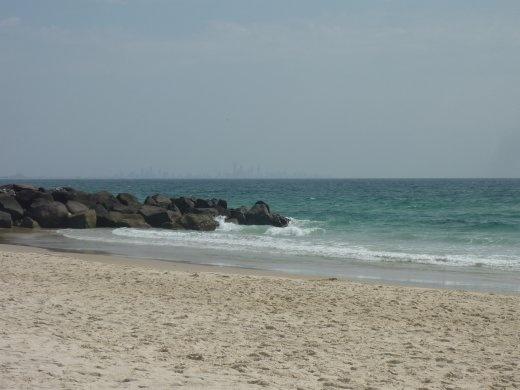 Ensuite nous nous sommes dirigés vers la Gold Coast. La ville se nomme Coolangatta. Et le but de ce 3h d'autobus vers la sud ....la plage!!! eh oui je me suis baignée pour la premiere fois dans ce voyage!!!! Super belle beach!