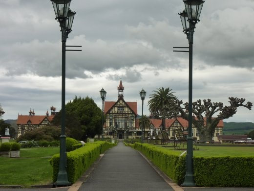 Musée de Rotorua ...rotorua est un mot Maori (aborigines du pays) qui veut dire lac dans un trou!