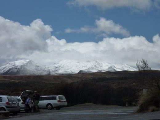 Il y a un volcan derriere qu'on voulait vraiment voir...pour l'instant rien!