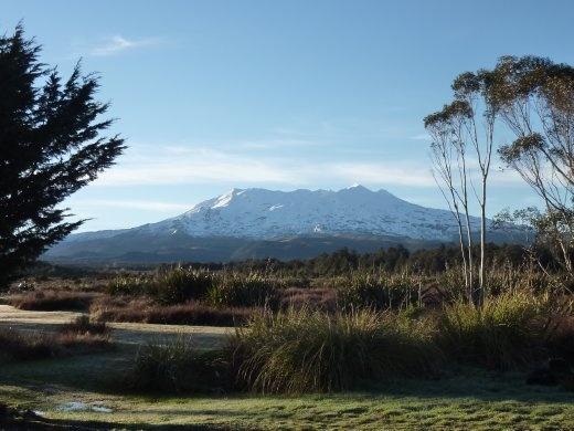 donc on decide de rester un jour de plus et l'attente a été récompensée!  volcan toujours actif -- Mount Ruapehu