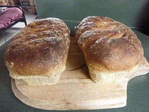 Miches de pain fait par moi...resultat apres trois essais...les 2 autres n'étaient pas aussi belles...loin de la!