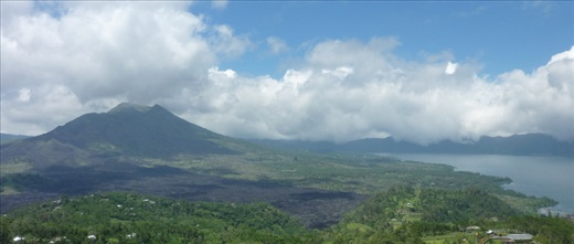 Volcan et lac! On aime ca!