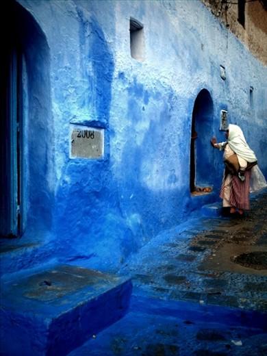 Tuareg hospitality. Many Tuareg have shifted from nomadic desert tents to more permanent dwellings.