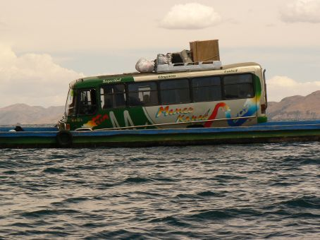 Hopefully this boat won´t sink, cause all our luggage is on the bus!