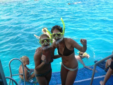 The snorkling posh backpackers