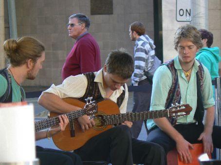Band at quaybar