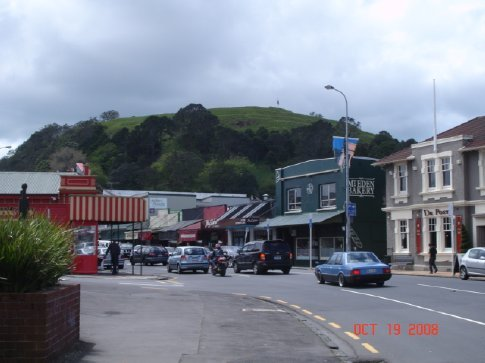 The neighborhood of Mt. Eden.  That volcanoe in the background is Mt. Eden, which we climbed after drinking the best coffees in all of NZ.