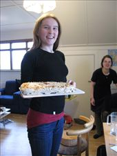 My housemate Ella made a cake!: by escape_artist, Views[310]