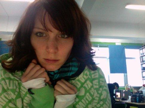 brr.. was echt koud op kantoor deze week! 3 truitjes, mn adidas jasje en mn groene vest + sjaal en nog steeds bibberen!