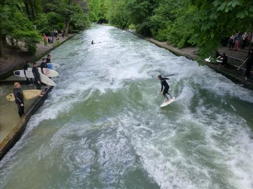 Surfing, Munich style