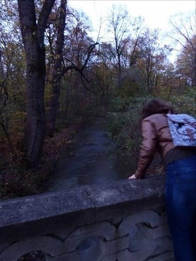 Brydie and Ian playing Pooh Sticks in the Englisher Garten