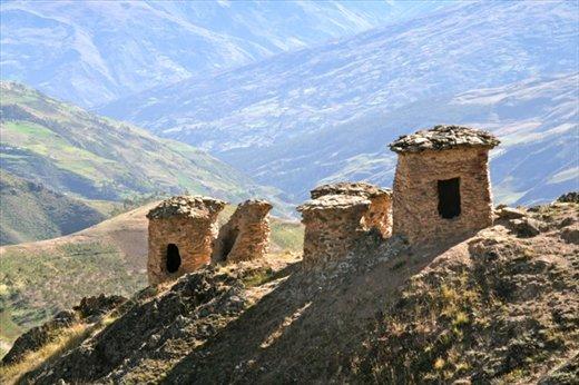 Tombs of pre-Inca Lupacas
