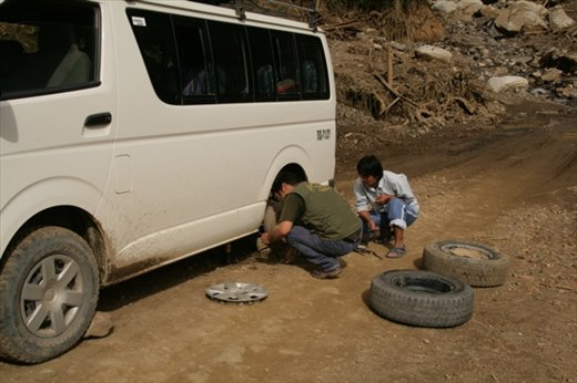 Puncture on the way back to Cusco