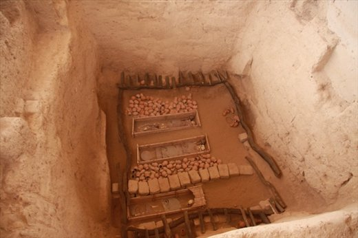 Original grave, recreated objects, Sipan
