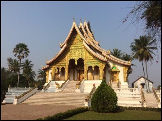 Temple bouddhiste appelé Wat. Il y en a plusieurs de la sorte dans Luang Prabang.